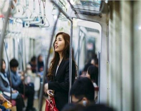 بالصورة : ماذا لا يتخلى الناس عن مقاعدهم في وسائل النقل العام؟