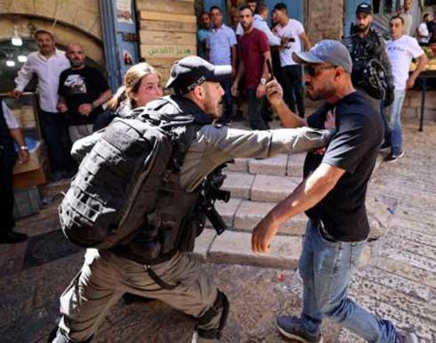 اصابات واعتقالات باعتداء الاحتلال على مسيرة قرب باب العامود .. صور