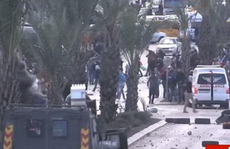 شاهد .. مواجهات بين قوات الاحتلال الإسرائيلي ومحتجين فلسطينيين