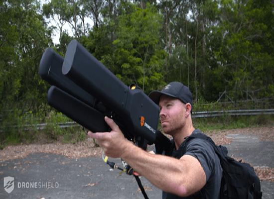 بالفيديو.. بندقية جديدة لصيد الطائرات دون طيار