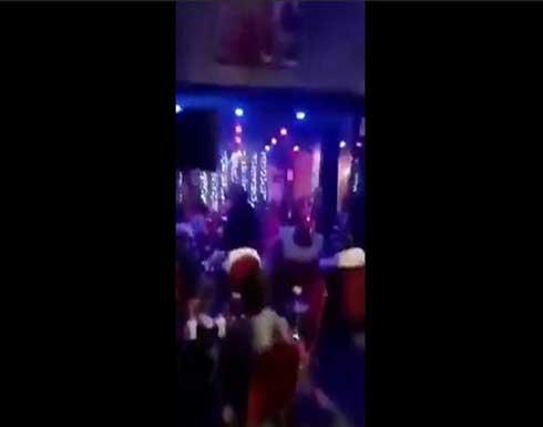 """""""بوس وأحضان"""".. فيديو لتجمع مثليين في بلد عربي يثير غضب المتابعين"""