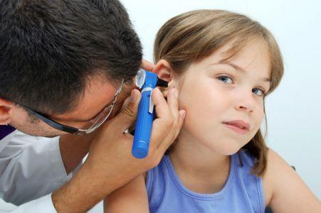 نصائح لحماية طفلك من التهابات الأذن