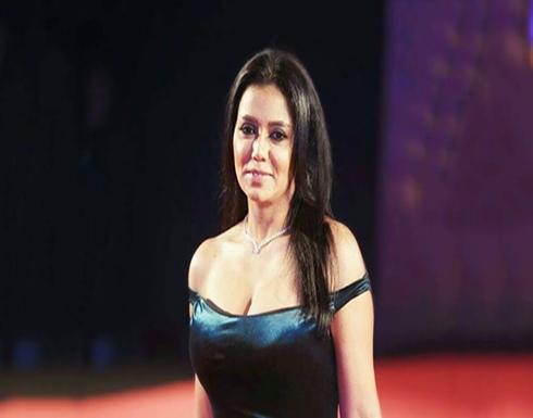 """رانيا يوسف بوصلة رقص ساخنة على انغام أغنية """"بنت الجيران"""" مع حسن شاكوش!"""