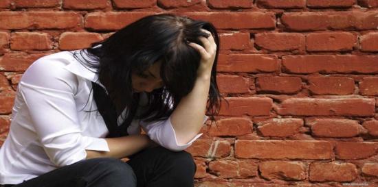 فتاة عربية تنتحر بعدما رفض والدها شراء ما أرادت