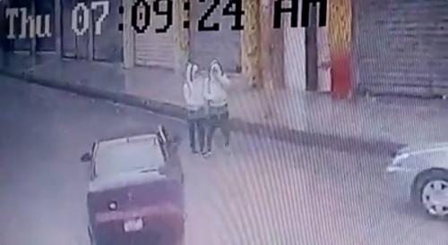 """شاب """"غير مرخص""""يدهس طالبتين في جبل النصر"""