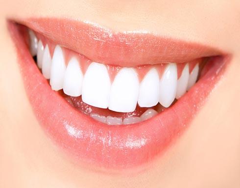 أسنانك مش فتاحة.. 6 عادات خاطئة تدمر الأسنان