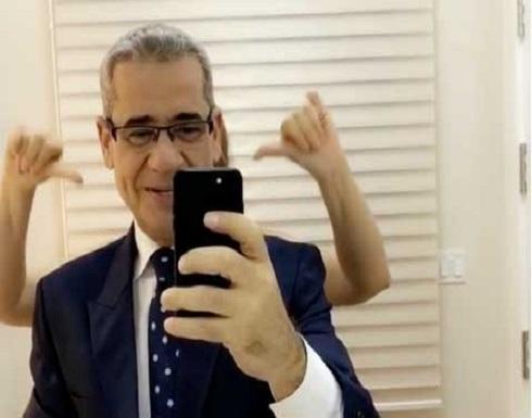 شاهد.. زوجة مصطفى الاغا تفاجئه بقبلة!