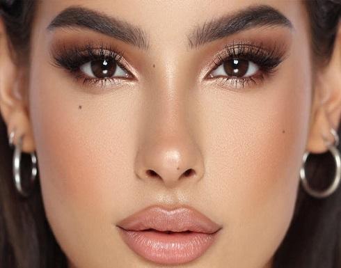 مكياج عيون وتسريحة شعر يبرزان جمالك في وقت الحجر الصحي