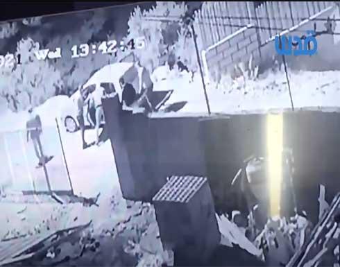 شاهد بالفيديو : لحظة اعتقال نزار بنات من قبل رجال أمن السلطة