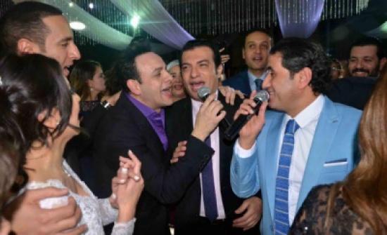 نجوم الغناء يشاركون محمد نور فرحته بزفاف شقيقه