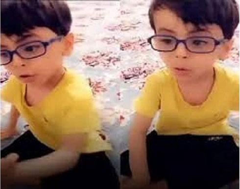 فيديو لطفل يواسي جدته يشعل مواقع التواصل