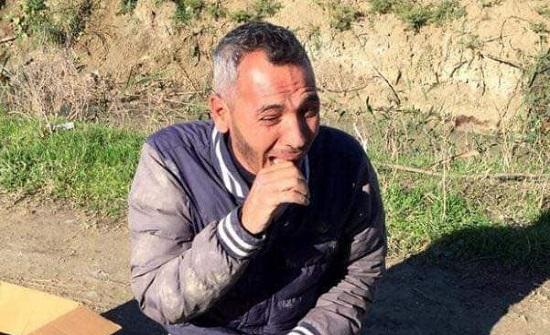 بالصور : لاجئ سوري يبكي بحرقه ... ذهب ليدفن نجله فماتت ابنته بلغم ارضي