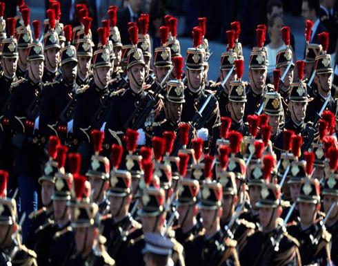 عرض عسكري بباريس بمشاركة الرئيس الأميركي