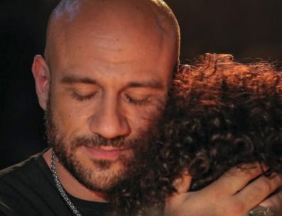 أحمد مكي يكشفُ تفاصيلَ إصابته بفيروس نادر.. ووصيته التي أبكت ابنه (شاهد)