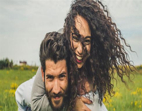 5 تصرفات قد يفعلها حبيبكِ وتثبت لك حبه الصادق
