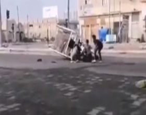 شاهد: لحظة مقتل أب عراقي أمام أبنائه برصاص قوى الأمن
