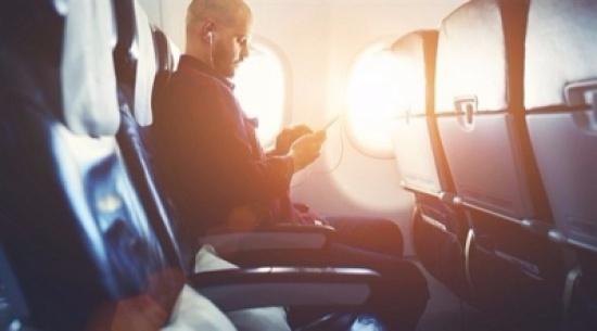 السجن 5 أيام لصيني استمع للموسيقى أثناء إقلاع الطائرة
