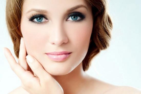 للأم العاملة:5 نصائح للحفاظ على بشرتك يومي الجمعة والسبت