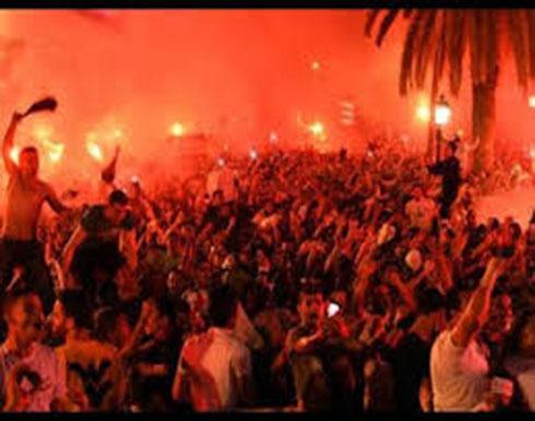 شاهد الاحتفالات بشوارع الجزائر بعد انسحاب بوتفليقة