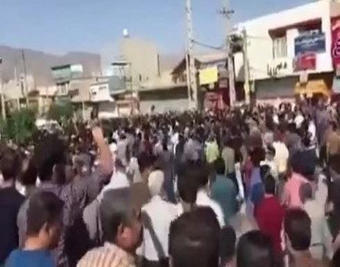 مظاهرات في إيران ضد الغلاء والشرطة تهاجم المحتجين
