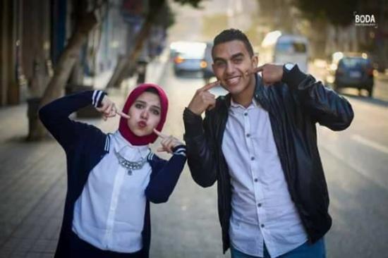 بالصور.. شاب يصدم شقيقته بهدية غير متوقعة بمناسبة عيد الحب