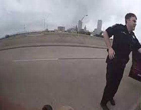 بالفيديو : مشتبه به يقفز من جسر هربا من الشرطة في أمريكا