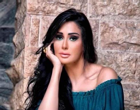 غادة عبدالرازق وزوجها في جلسة رومانسية .. بالفيديو