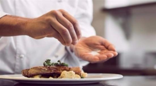 دراسة: تناول أطعمة أقل احتواء على الملح من شأنه إنقاذ الملايين