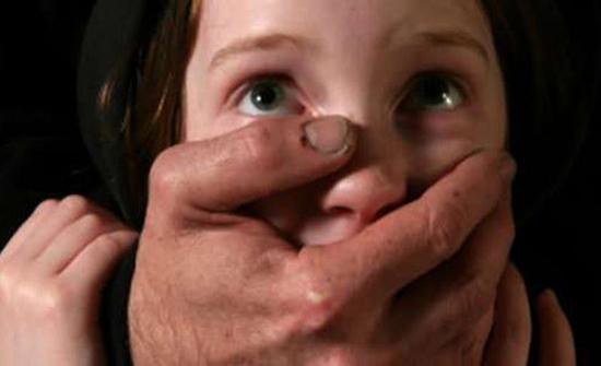 سوريا : القبض على شاب استدرج طفلة واغتصبها ثم قتلها حرقًا