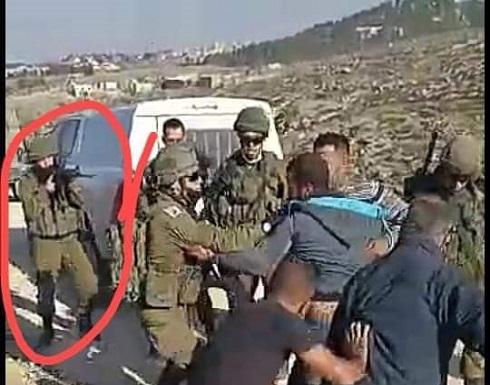 من مسافة صفر.. رصاصة جندي إسرائيلي تخترق رقبة فلسطيني .. بالفيديو