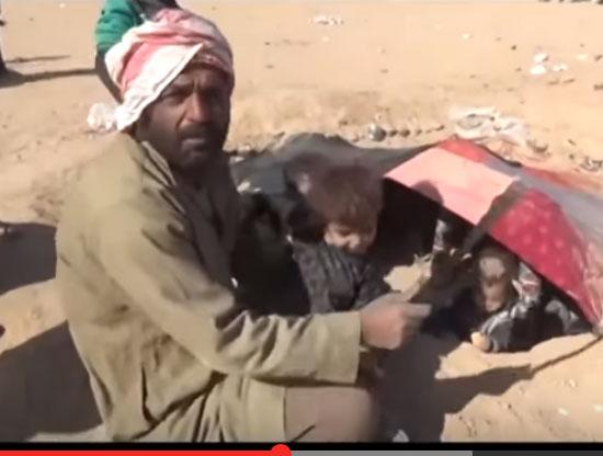 شاهد : نازحو الموصل يحفرون قبورهم ويسكنون فيها