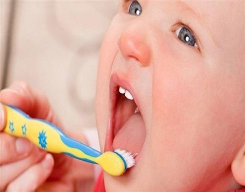 ما الوقت المناسب لتنظيف أسنان طفلك