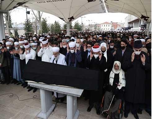 شاهد : جنازة ضخمة في تشييع الشيخ الصابوني بإسطنبول