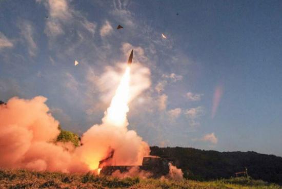 """مناورات """"حية"""" لشن ضربات استباقية ضد كوريا الشمالية"""