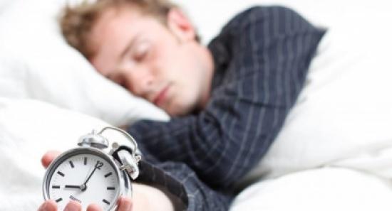 'الشخير' أثناء النوم يسبب الإصابة بمرض خطير
