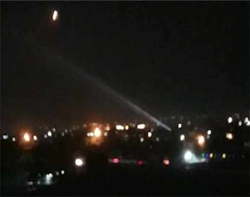 شاهد : الدفاعات الجوية السورية تتصدى لعدوان إسرائيلي في سماء دمشق