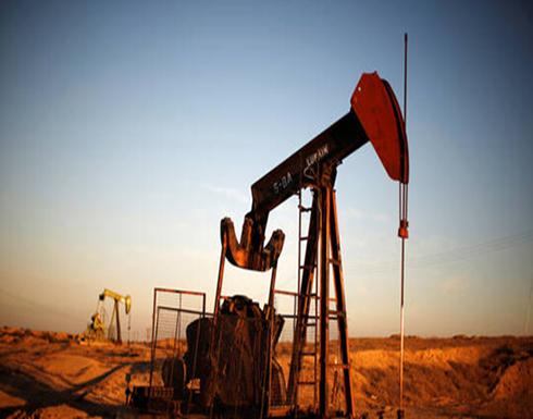 ارتفاع أسعار النفط 2% إلى أعلى مستوى في عام بدعم من تخفيضات في الإمدادات وآمال التحفيز