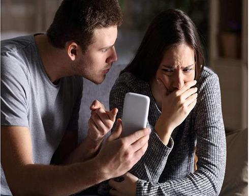 """خيانة عبر """"فيسبوك"""".. طعنات قاتلة.. وأبناء يدفعون الثمن"""