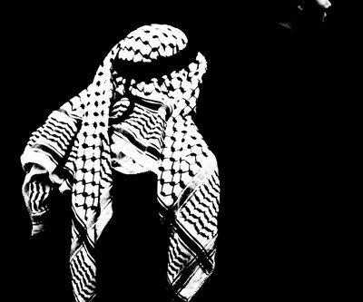 الكوفية الفلسطينية تتصدّى للغزو الصيني