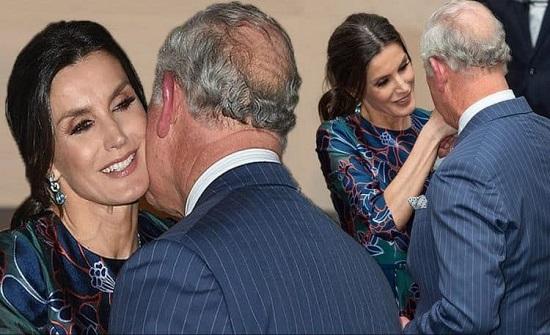 """شاهدوا الأمير تشارلز منبهر بجمال الملكة ليتيزيا.. ويقبّل يدها بطريقة """"غريبة""""!"""