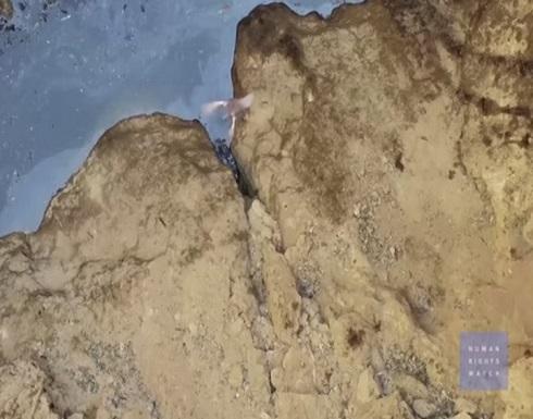"""مشاهد صادمة لحفرة بالرقة ألقى فيها """"داعش"""" ضحاياه .. بالفيديو"""