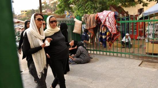 اللقطات الأولى من جنازة وائل نور .. الحزن يخيم على الوجوه وزوجته الحامل في حالة انهيار