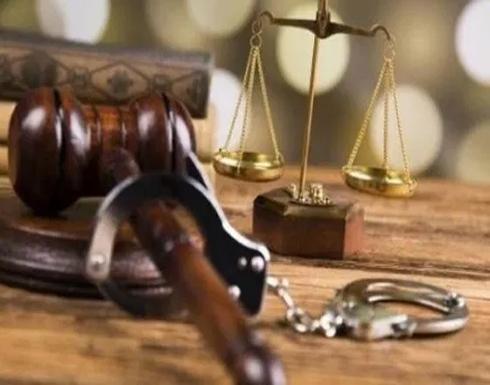 سجين يقاضي نفسه وفتاة طلبت تعويضًا من رجل قتلته في أغرب قضايا المحاكم