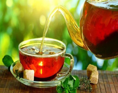 دراسة حديثة تربط الشاي بالعمر الطويل