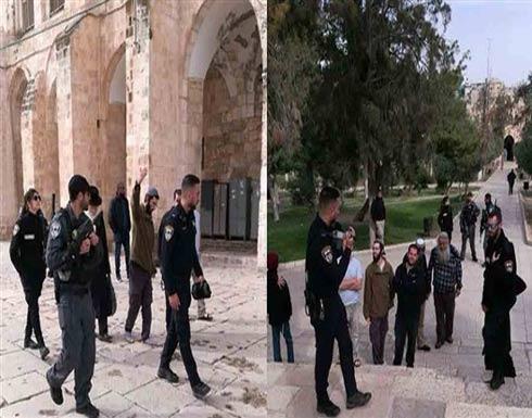 العشرات من مخابرات وشرطة الاحتلال الإسرائيلي يقتحمون المسجد الأقصى