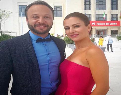 مكسيم خليل وزوجته في صورة خاصة جداً في المسبح