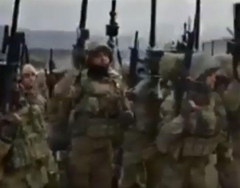 شاهد : هتافات الجنود الاتراك ومقاتلين سوريين على الحدود التركية