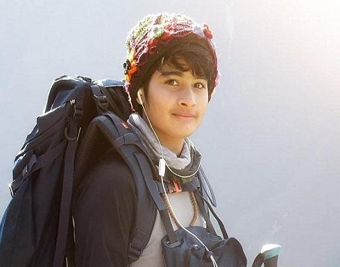 بالصور : هندية عمرها 16 عاماً تتسلق أعلى جبل في العالم