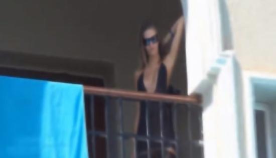 بالصور: سقطت من الشرفة بعد ممارسة الرذيلة بطريقة 'وحشية'