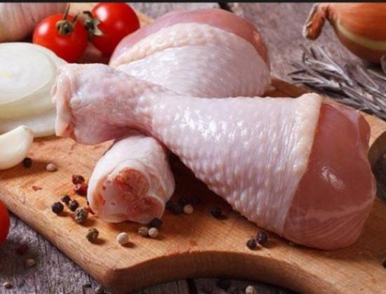 احذروا.. هذا ما يصيبكم ان لم تجمدوا الدجاج بطريقة صحية!